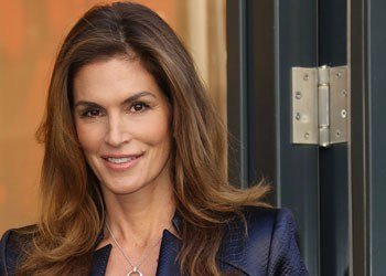 celebrity-cindy-crawford-had-lasik-eye-surgery