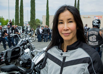 celebrity-lisa-ling-had-lasik-eye-surgery